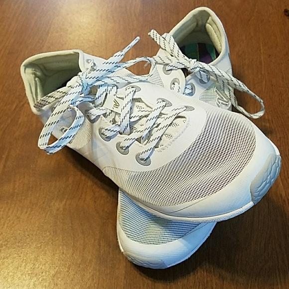 734a4e8ad3113e Varsity Ascend cheer shoes size 6. M 5b3682046a0bb7119880683d